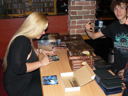 charity_2012_avantasia_amanda_07_small